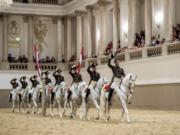 Die berühmte Schulquadrille der Spanischen Hofreitschule. © SRS | René van Bakel