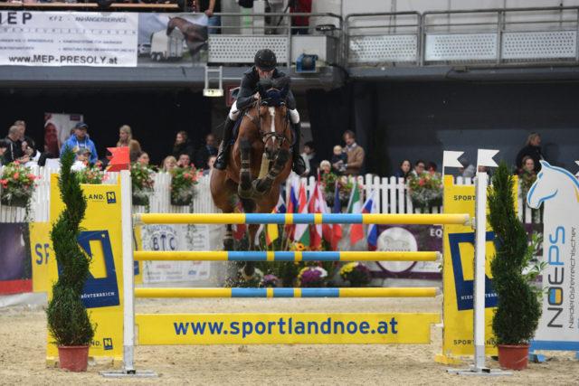 Salzburgs Christian Juza sprang im Großen Preis vom Sportland Niederösterreich auf den hervorragenden 2. Platz. © HORSIC.com
