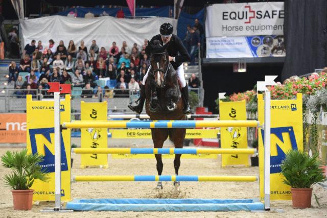 Fixkraft-Reiter Matthias Raisch (OÖ) sammelte beim CSI2* in der Arena Nova internationale Platzierungen. © HORSIC.com