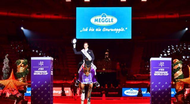 Die strahlenden Weltcup-Sieger von Salzburg 2018: Benjamin Werndl (GER) und Daily Mirror. © Daniel Kaiser