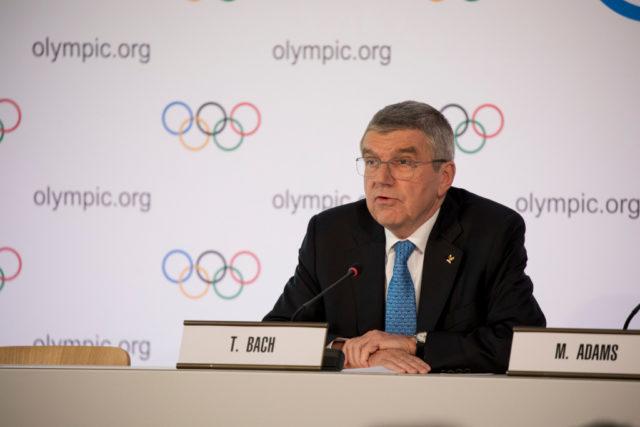 IOC-Präsident Thomas Bach hält trotz Corona-Krise vorerst an de Olympischen Spielen 2020 in Tokio fest.