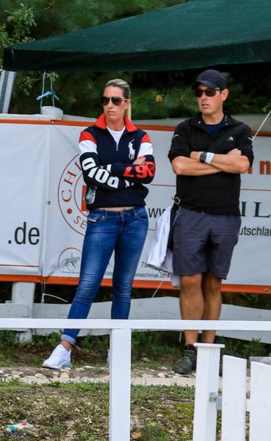 Prominente Gäste: bei der U21-Europameisterschaft befinden sich unter den Zuschauern eine Olympiasiegerin! Charlotte Dujardin (GBR) ist als Trainerin für Ellen McCarthy (GBR) nach Budapest (HUN) angereist. © Petra Kerschbaum