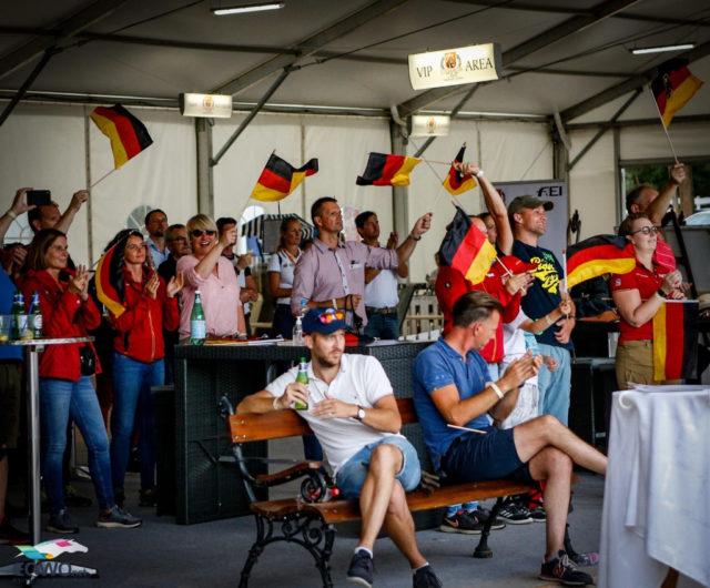 Die deutschen Fans hatten im EURO-Team Test der Junioren einiges zu jubeln! Die besten zwei Einzelergebnisse und den Sieg in der Team-Wertung. © Petra Kerschbaum