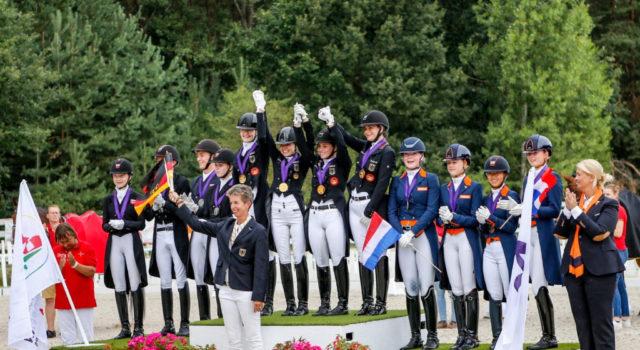 Europameister im Junioren-Team 2020 ist Deutschland! Das Siegespodest wird komplettiert mit den Dänen und den Niederländern. © Petra Kerschbaum