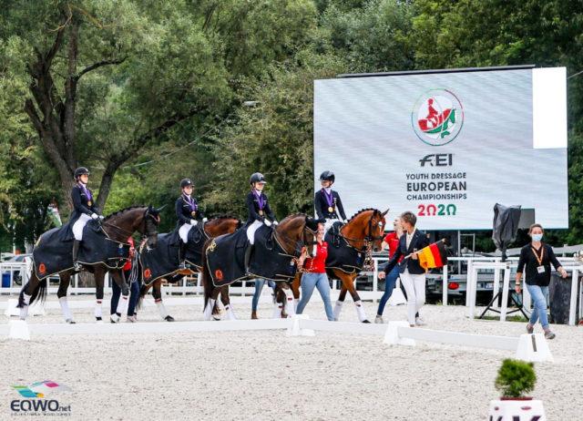 Die erste Siegerehrung der Europameisterschaften 2020: der Junioren Team-Test. © Petra Kerschbaum