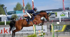 Savannah Birk (AUT/S) bleibt mit Callisto über 1,25m fehlerfrei und platziert sich hinter ihrem Teamkollegen Felix Katzlberger auf Rang zwei in der Small Tour der jungen Reiter beim CSIO in Lamprechtshausen (S). © Fotoagentur Dill