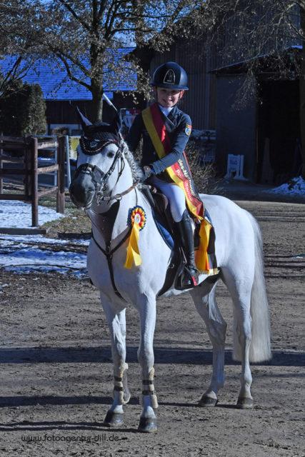 Jolie Kühner (GER) und ihr Pony Del Piero gewinnen das Bundesnachwuchschampionat mit einer Traumnote von 9,0! © Fotoagentur Dill