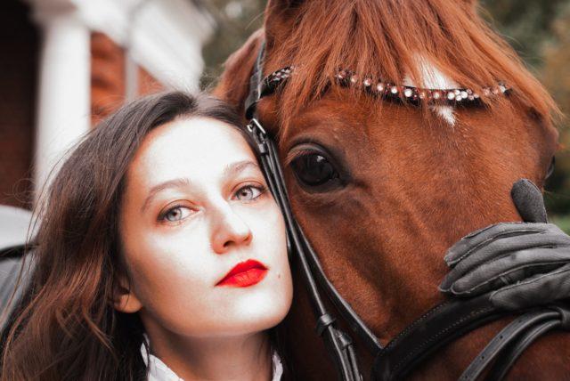 Auch im Pferdesport dreht sich vieles um Likes und Shares © lana werper | unsplash