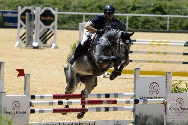 Zweiter in Stadl-Paura und in der Gesamtwertung der 6jährigen - Happy Horse Teamreiter Willi Fischer mit Kaliber fan e Suderwei. © Team Myrtill