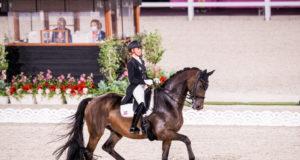 Wir sie Gold für Deutschland fixieren? Jessica von Bredow-Werndl muss mit Dalera vermutlich als letzte Reiterin ins Viereck. © FEI