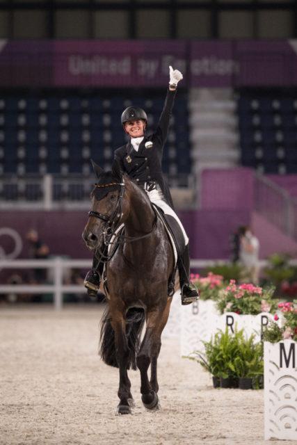 Gold-Favoritin Jessica von Bredow-Werndl reitet im Team-Bewerb der Olympischen Spiele zu 84,666 %. © FEI