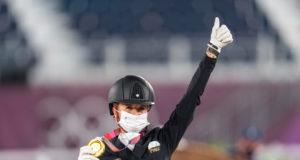 Die neue Dressurqueen: Jessica von Bredow-Werndl (GER) läutete die Wachablöse ein und besiegte bei den Olympischen Spielen in Tokio ihre Teamkollegin und die erfolgreichste Dressurreiterin aller Zeiten, Isabell Werth. ©️ Arnd Bronkhorst