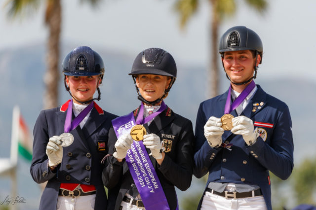 Ein buntes Podium: Deutschland (Lucie-Anouk Baumgürtel) gewann vor Großbritannien (Annabelle Pidgley) und Österreich (Paul Jöbstl)! © Lily Forado