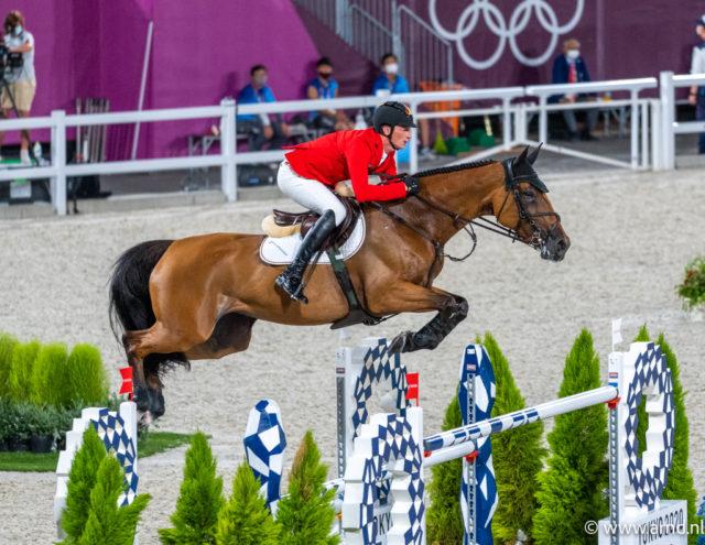 Als einziger Deutscher im Finale um die Einzelmedaillen bei den Olympischen Spielen in Tokio: Daniel Deusser (GER) und Killer Queen. ©️ Arnd Bronkhorst
